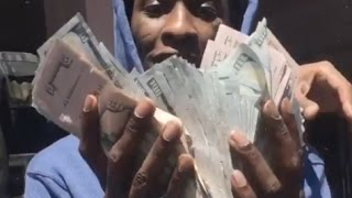 getlinkyoutube.com-Lil Uzi Pulls Up On Young Thug In LA Thugger Goes Crazy Flexing Tons Of Cash