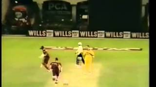 getlinkyoutube.com-A combination Of Ambrose,Walsh and Bishop, West Indies vs Australia 1996 World Cup Semi Final