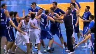 getlinkyoutube.com-Basquete Pancadaria - Sérvia vs Grécia
