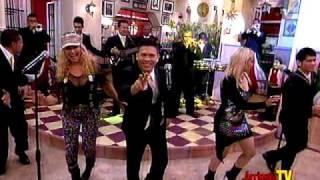 getlinkyoutube.com-Sonora Dinamita - Se me perdió la cadenita en Arriesga TV