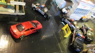 getlinkyoutube.com-Hot Wheels Police Chase 7
