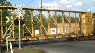 getlinkyoutube.com-Csx At Willard St. Leominster MA With a Nice Driver And Not So Safe Drivers