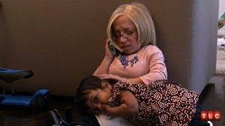 getlinkyoutube.com-Mom Calls An ER Doctor | The Little Couple