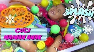 getlinkyoutube.com-Cuci Bersih Mainan Anak ❤ Washing Time for Toys ❤ Mandi Bersama Mainan Anak @LifiaTubeHD Kids Toy