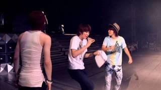 getlinkyoutube.com-Eunhyuk Donghae Kyuhyun dancing 'Puff the Magic Dragon' [HD]