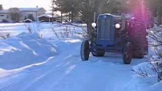 getlinkyoutube.com-Fordson Major V8 Detroit Diesel 71