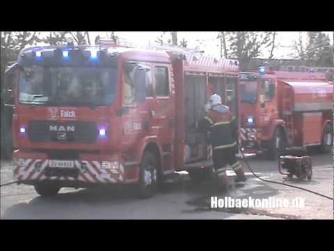 Brand i hal i industribygning på Østerled