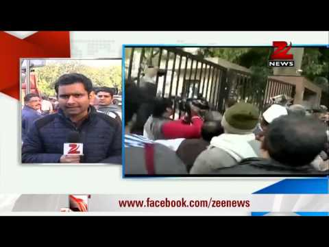 Chaos at Arvind Kejriwal's protest venue