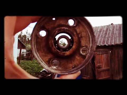 Где в Нисан Эксперт натяжной ролик ремня генератора