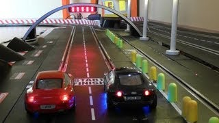 getlinkyoutube.com-Audi R8 vs Porsche 911 - One Battle - 25 Runden - Carrera Bahn Digital Slot 1:32