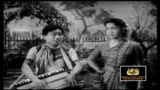 getlinkyoutube.com-MGR & B.Sarojadevi - Aasey Machchan Orathile - Thirudathe
