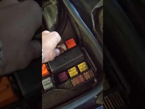BMW e36 жрет аккумулятор за ночь. При этом нет утечек.