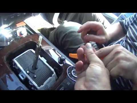 Снятие и установка накладки и ручки АКПП на Touareg GP