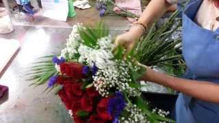 getlinkyoutube.com-How to Make Roses Hand Bouquet   21 Roses   Florist in Singapore