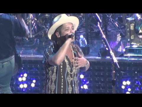 Bruno Mars - Just the way u are (concert in honolulu 4/18/14)