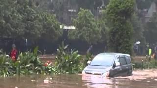 getlinkyoutube.com-Cara SUKES MENERJANG BANJIR -  Jakarta City Flood