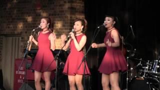 getlinkyoutube.com-The Barberettes / 바버렛츠 - Jingle Bells | Night Market, Melbourne 2015