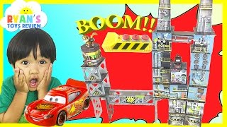 getlinkyoutube.com-SmartLab Toys For Kids Demolition Lab Triple Blast Warehouse Disney Cars Toys Paw Patrol Marvel