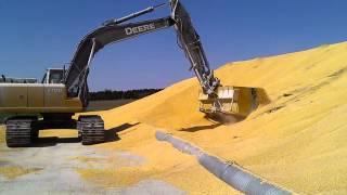 """getlinkyoutube.com-John deere 270dlc loading corn""""speedloader bucket"""""""