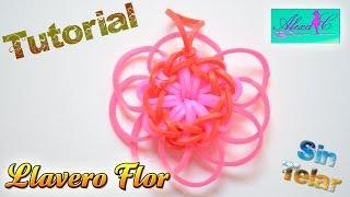 getlinkyoutube.com-♥ Tutorial: Llavero Flor de gomitas (sin telar) ♥