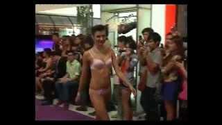 getlinkyoutube.com-นางแบบเสื้อผ้าหลุดกลางห้างดัง.mp4