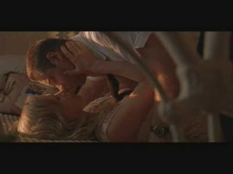 Kim Bassinger Russell Crowe Are In Love In L A Confidential