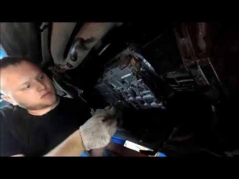 Где находится щуп масла в двигателе в Mercedes-Benz С