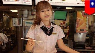 getlinkyoutube.com-Cute McDonald's employee: Taiwanese men line up to see kawaii, doll-like beauty - TomoNews
