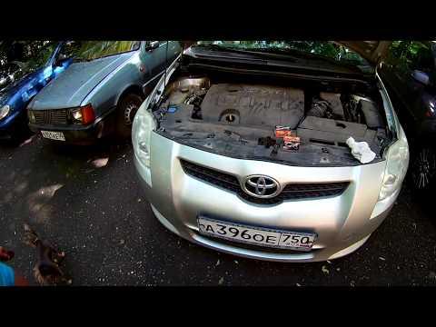 Toyota auris 2008, замена ламп ближнего света