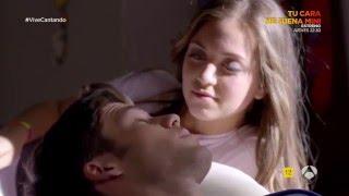 getlinkyoutube.com-Carlos y Paula intentan tener relaciones sexuales - Vive Cantando