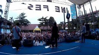 "getlinkyoutube.com-Rocket Rockers - Hari Untukmu - Tetap Dalam Jiwa "" Isyana Sarasvati "" (Live at SMPN 1 Cimahi )"