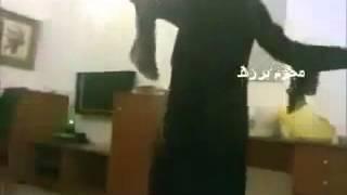 getlinkyoutube.com-بنت اليمن تخلع ملابسها اغراء جلسات الخليج ترقص معلايه