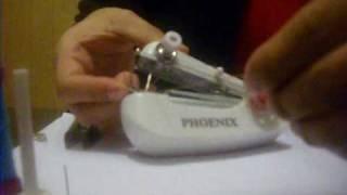 getlinkyoutube.com-Como usar la maquina de coser manual www.novedades-online.com.ar