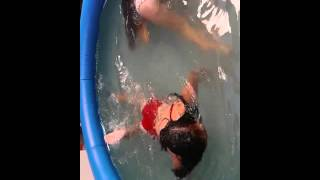 getlinkyoutube.com-desafio da moeda na piscina !!