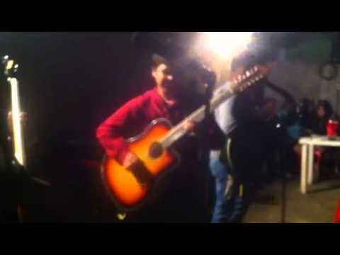 Manuel Flores de Grupo R3 Letra y Video