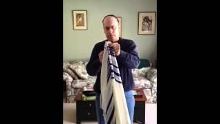 getlinkyoutube.com-Wearing the Tallit