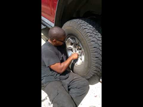 Fixing Hummer H2(1)