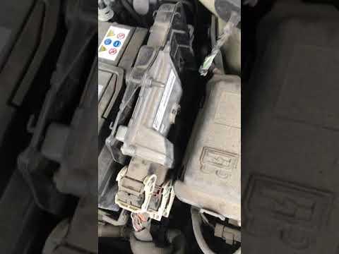 Как снять аккумулятор на Citroen C-elysee