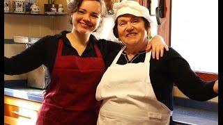 getlinkyoutube.com-Торт Наполеон -  Классический Рецепт от Бабушки Эммы