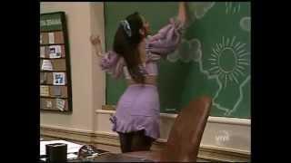 getlinkyoutube.com-Dona Capitu (Claudia Mauro) apagando o quadro - Escolinha Prof. Raimundo