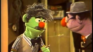 getlinkyoutube.com-Classic Sesame Street - Looking for a friend at the lost and found