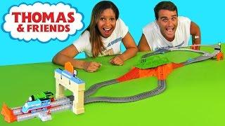 getlinkyoutube.com-Thomas & Friends Railway Race Set + Thomas Minis !  | Blind Bag Show Ep53 || Konas2002
