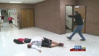 getlinkyoutube.com-Middle school teachers go through shooter simulation