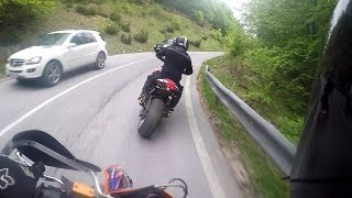 getlinkyoutube.com-Kawasaki z1000 vs Ktm 690 Smc r