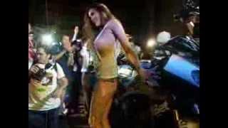 getlinkyoutube.com-สาวเพ็นเฮาส์ ล้างรถมอเตอร์ไซด์หลุดจุก โผ่ล