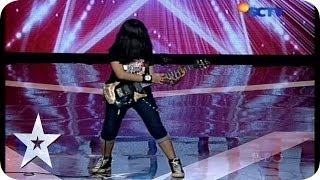 getlinkyoutube.com-Teenage Girl with Her Guitar Skill - Ratna Mutu Manikam - AUDITION 5 - Indonesia's Got Talent