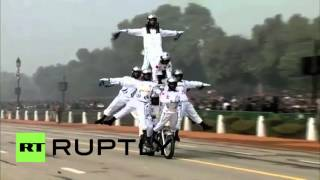 getlinkyoutube.com-India: Motorcycling daredevils parade on Republic Day in New Delhi