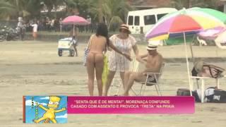 getlinkyoutube.com-mujer escultural se sienta en las píernas de personas en playa de brasil