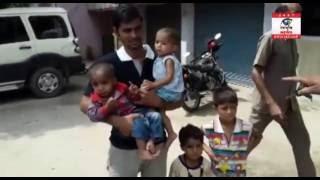 4-4 बच्चों को छोड़कर फरार हुई पत्नी, पति सदमें में