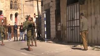 getlinkyoutube.com-Israeli forces threaten Palestinian at gunpoint